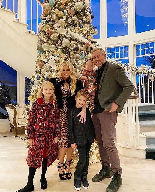 Jessica je nyní šťastně vdaná za Erica Johnsona, s nímž má krásnou rodinu.