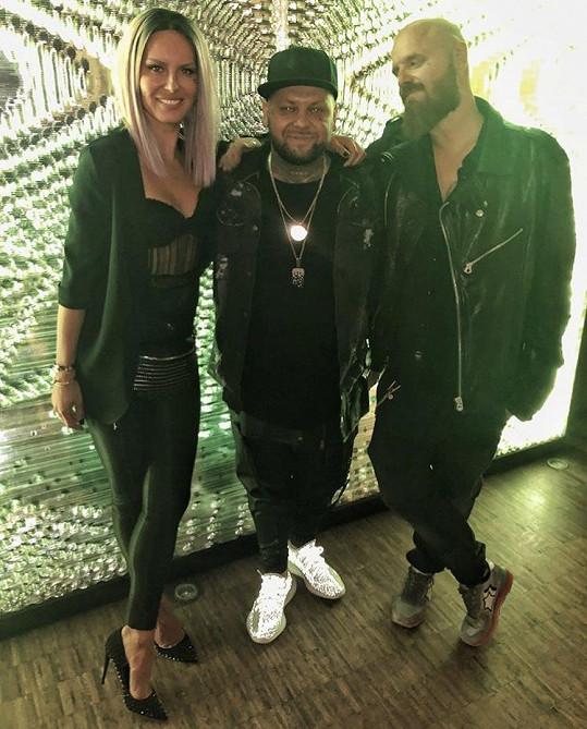Simona s manželem a raperem Kalim (uprostřed)