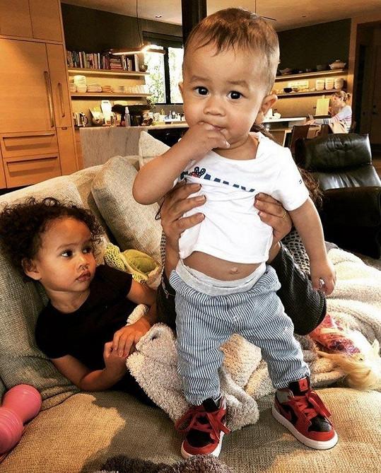 Chrissy Teigen a John Legend se stali podruhé rodiči, na svět přivítali syna Milese.