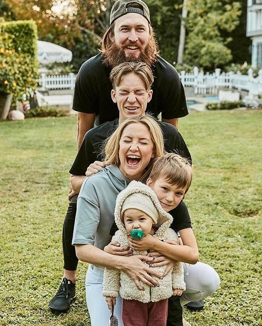S partnerem a jejími třemi dětmi.