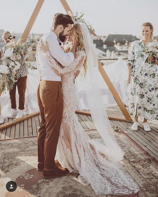 Romantická svatba proběhla na střeše Lucerny 18. srpna.