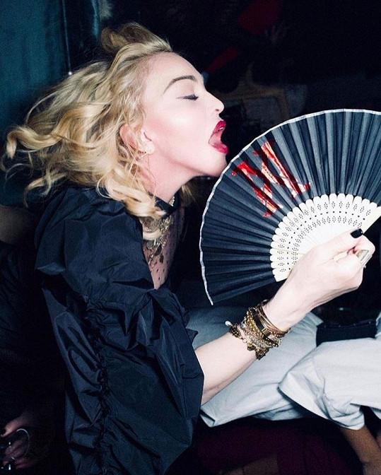 Madonna je nezmar, ani po šedesátce se nehodlá mírnit ve svých lascivních výrazech.
