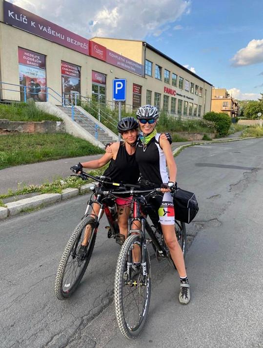 Kateřina s kamarádkou ujely na kole 400 km za 4 dny.