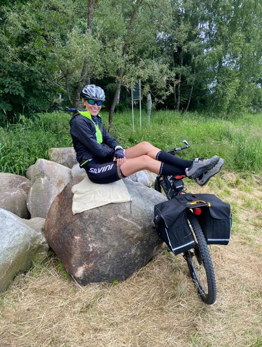 Ujela za 4 dny 400 kilometrů na kole.