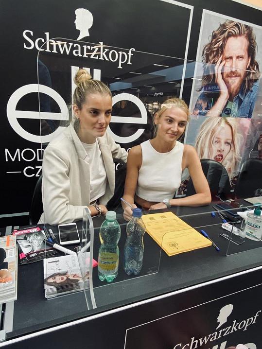 Denisa je českou ambasadorkou modelingové soutěže Swarzkopf Elite Model Look