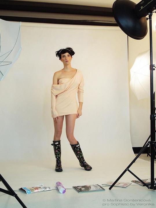 Michaela Maurerová v ateliéru.