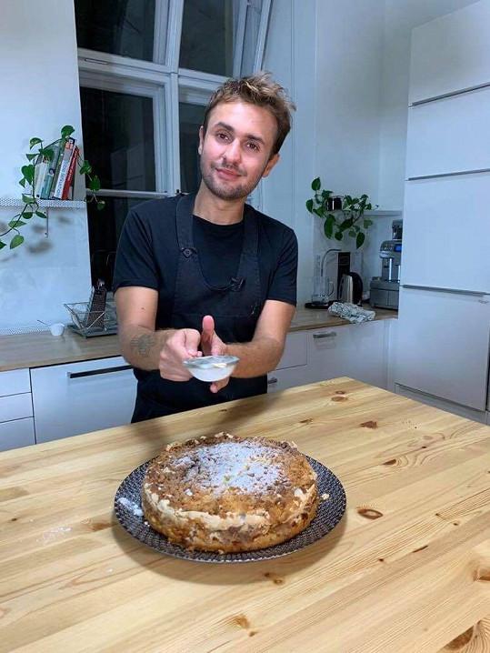 Jan Jirka se vedle své práce stále věnuje pečení.