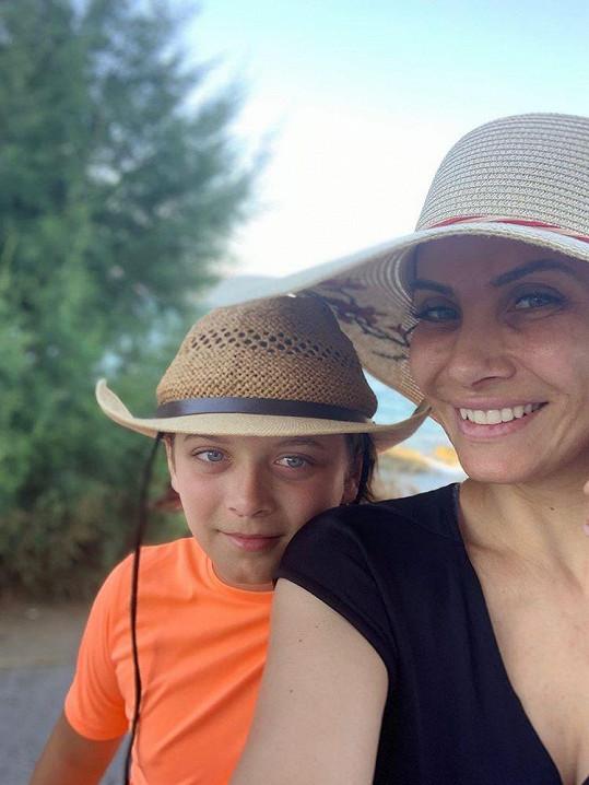 S dětmi odlétá na Krétu pravidelně.