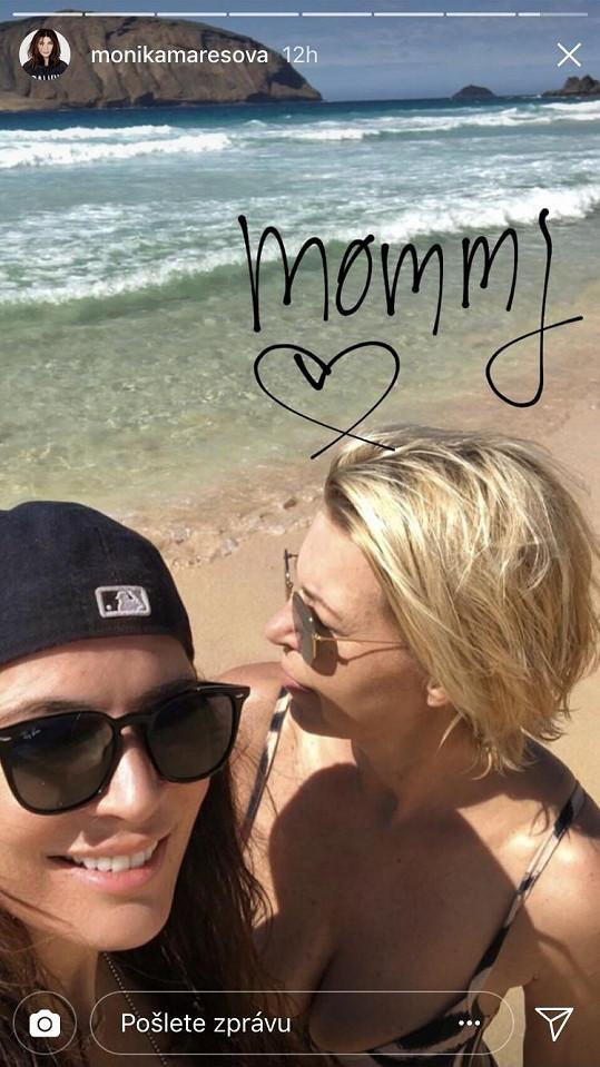 S maminkou jezdí na Lanzarote pravidelně.