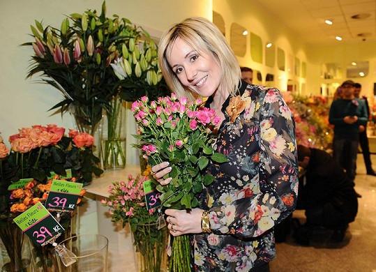 Jovanka Vojtková si pro kytky musela sama.