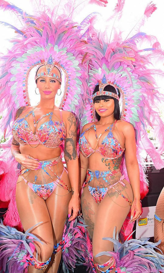 Nejlepší kámošky spolu vyrazily na karneval.