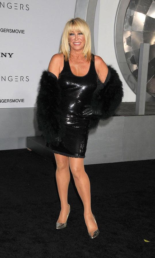 Suzanne Somers se může i po sedmdesátce oblékat jako sexbomba.