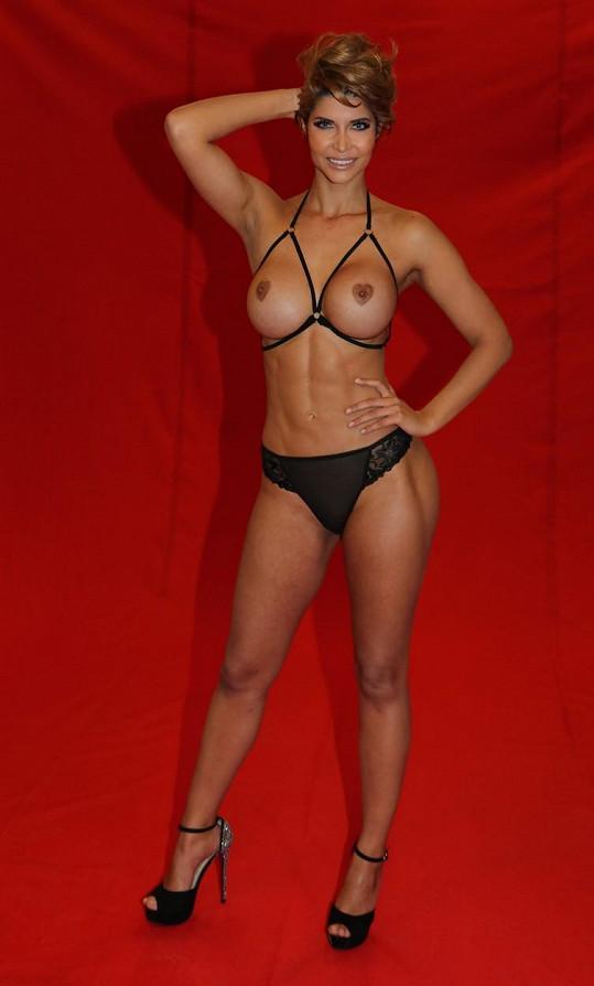 Micaela Schaefer propaguje erotický veletrh svým obvyklým způsobem...