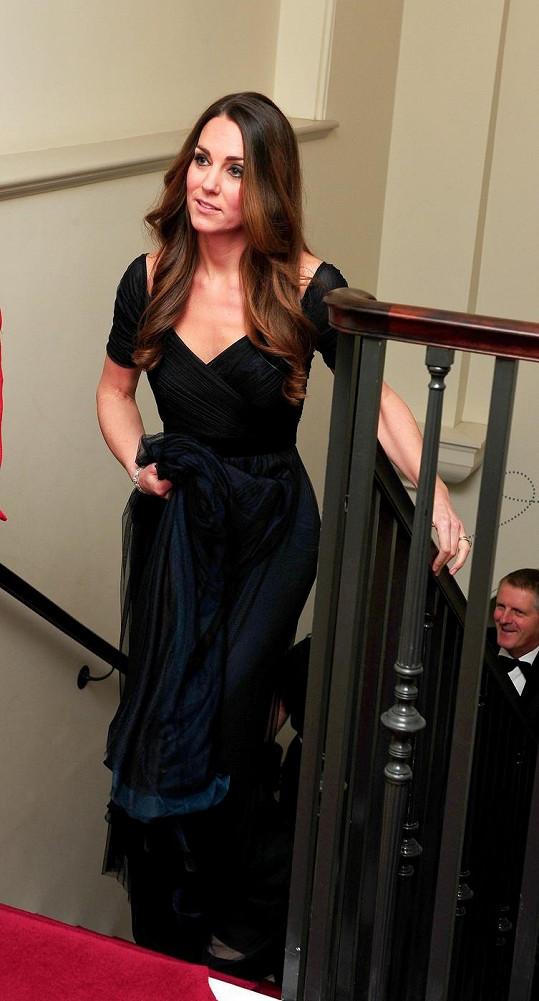 Kate den po křtinách jejího syna navštívila charitativní galavečer.