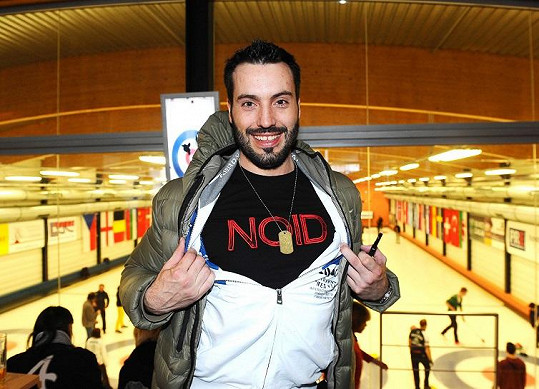 Vašek se pochlubil tričkem od fanouška.