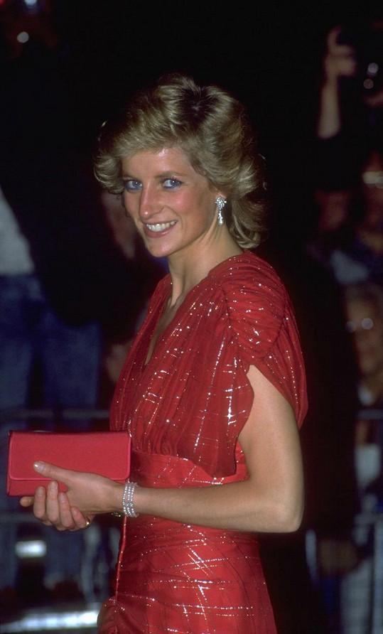Dějově herečka začíná v roce 1990. Tehdy bylo princezně Dianě 29 let, stejně jako je nyní Elizabeth Debicki.