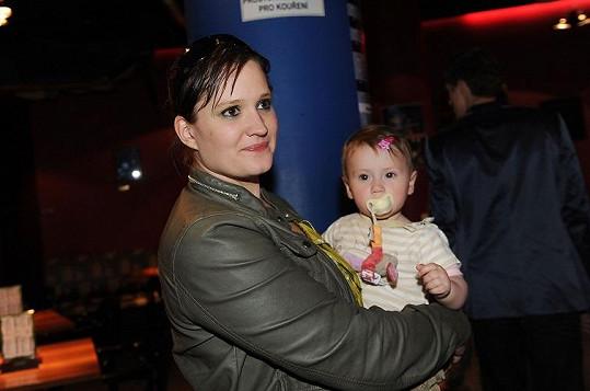Natálie Kocábová na snímku s dcerou Miou v době, kdy byl malé holčičce rok.