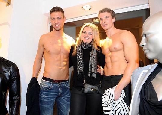 Chlapce si musela nutně osahat i Kateřina Šlégrová.