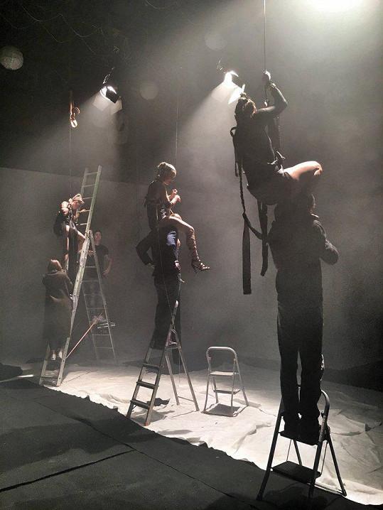Natáčení nebylo náročné pouze pro zpěvačku.