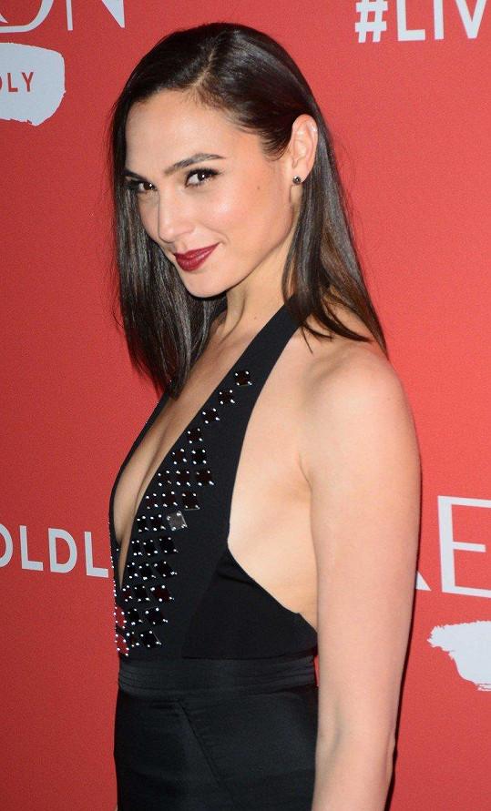 Další novou tváří pro účely globální propagace značky, se stala izraelská herečka a modelka Gal Gadot (32).