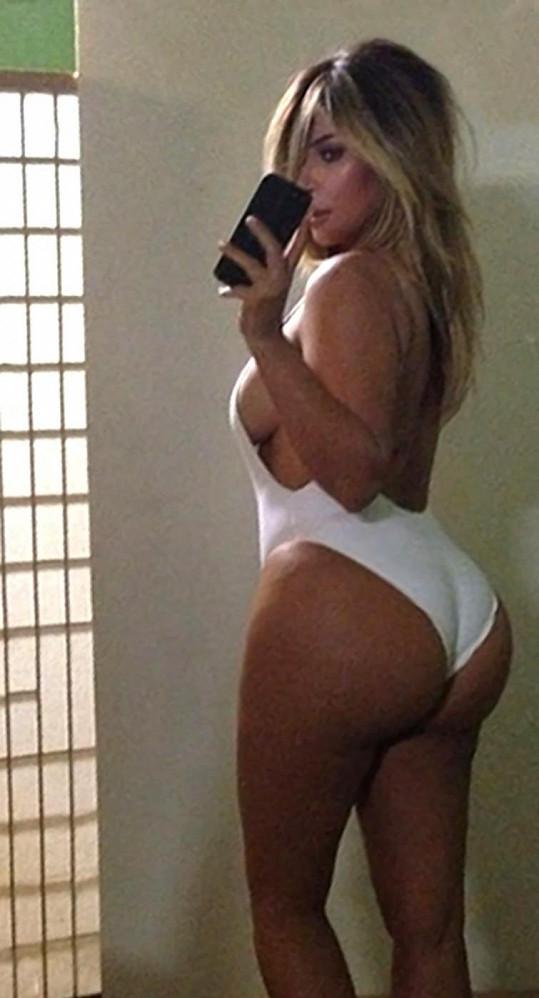 Některé Kiminy selfies se staly dost populární.