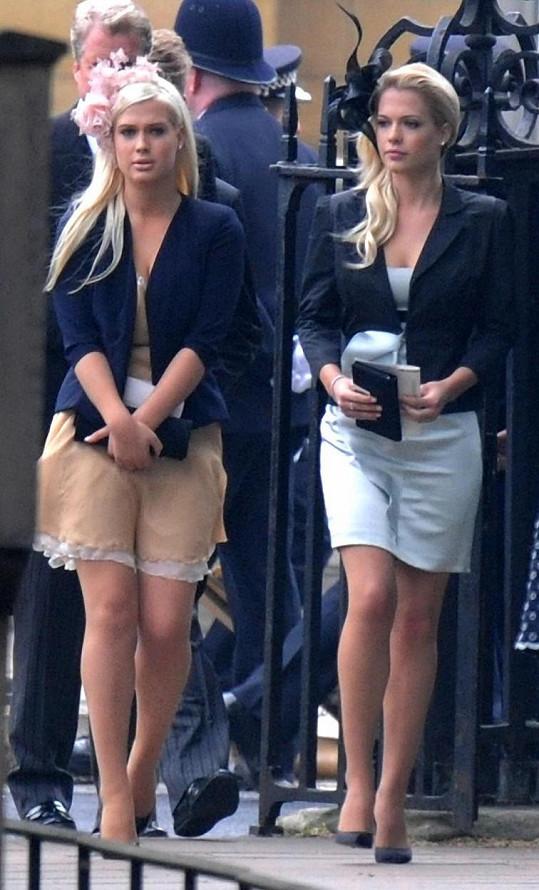 Dvojčata lady Amelia a lady Eliza na archivním snímku