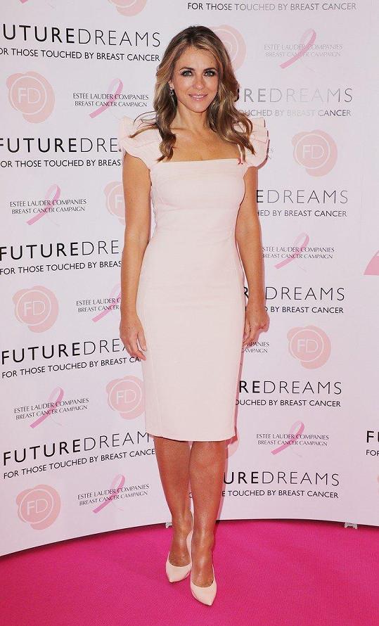 Elizabeth Hurley je už roky tváří kampaně Estée Lauder proti rakovině prsu.