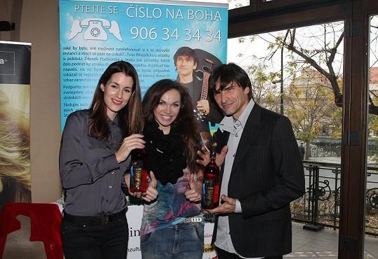 Proto se zapojila do charitativního projektu, který zaštiťují Lucie Váchová a Zdeněk Podhůrský.