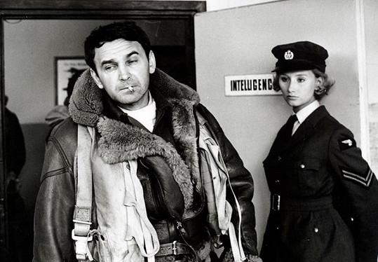 Svatopluk Matyáš a Jana Nováková ve filmu Nebeští jezdci (1968)