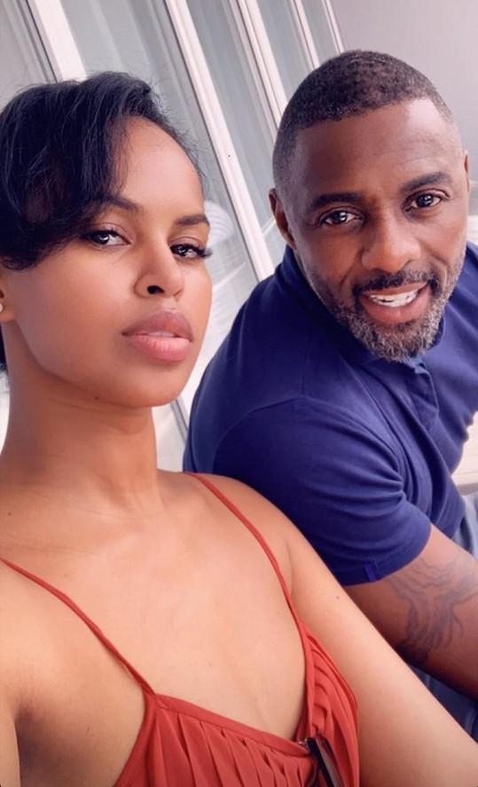 Idris Elba prodělal virus s manželkou.