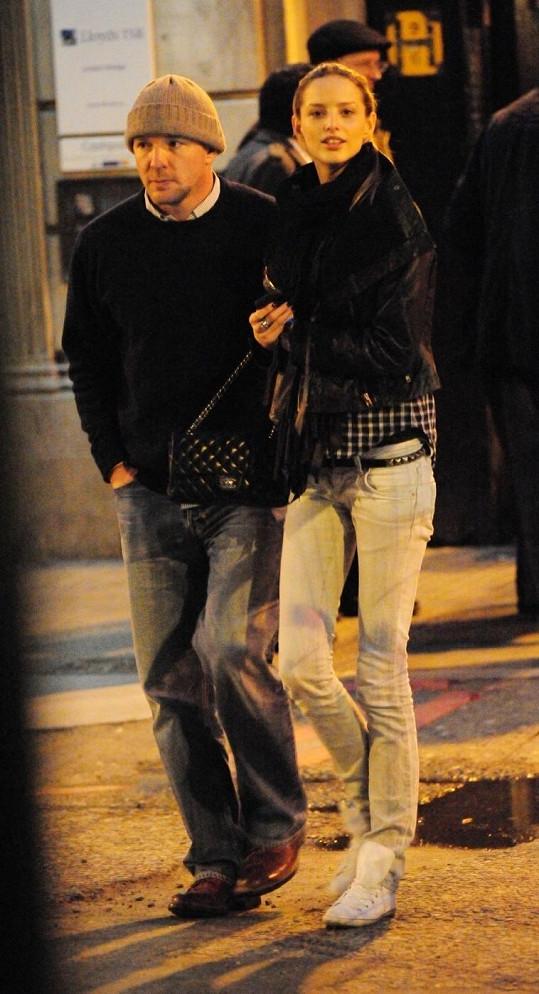 Minulý rok zažila Michela románek i s exmanželem Madonny Guyem Ritchiem.