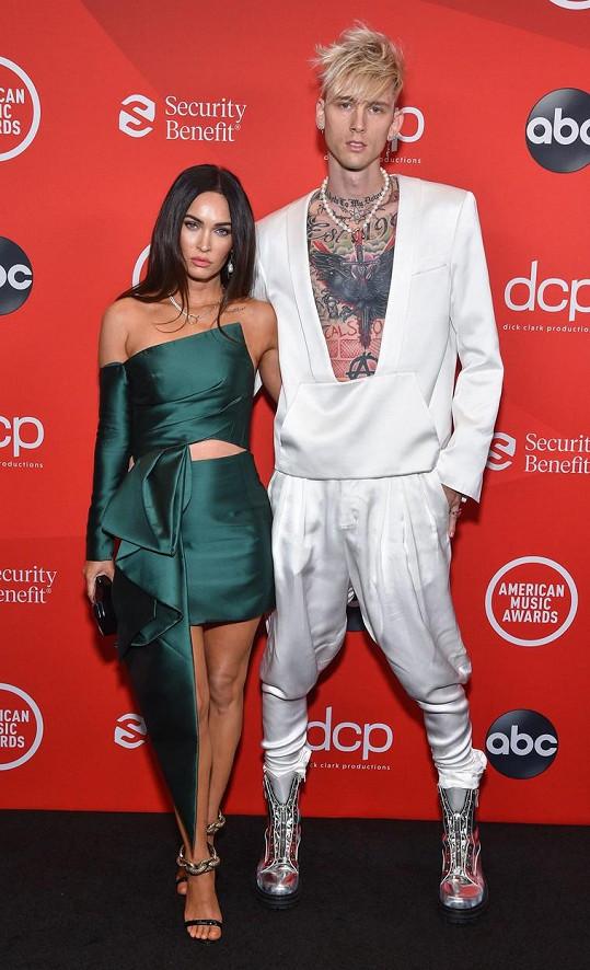 Megan Fox se svou láskou, rapperem Machine Gun Kellym. Ten se odhalil víc než jeho partnerka.