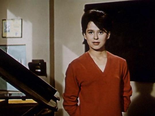 Ve filmu Dva z onoho světa (1962) Helga Čočková hrála svou první velkou filmovou roli a zpívala hit Páni rodičové.