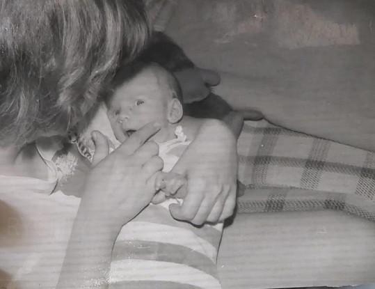 Nejstarší fotka Matěje coby novorozeněte.