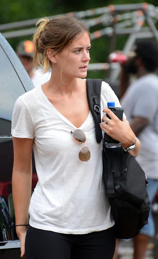 Emily se nápadně podobá Tomově exmanželce Katie Holmes.
