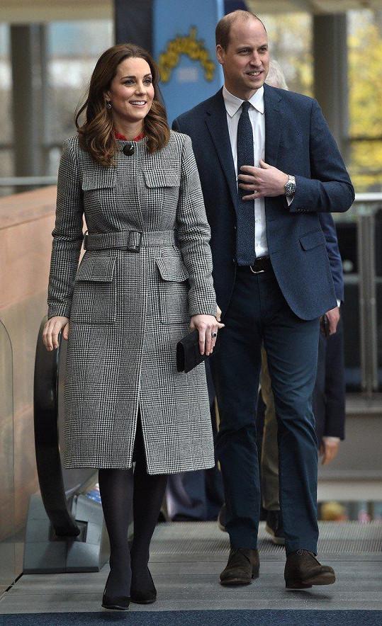 Na Kate není těhotenství příliš patrné.