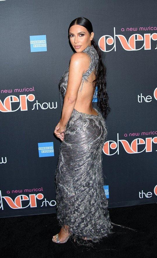 Ve zrádných šatech však Kim vypadala božsky.