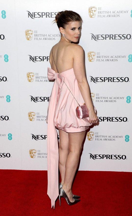 Takhle kratičké šaty zdi Kensingtonu jen tak nevidí...