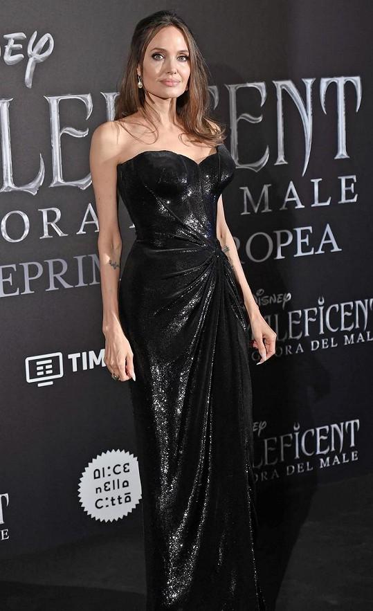 Angelina Jolie je už velmi dlouho single.