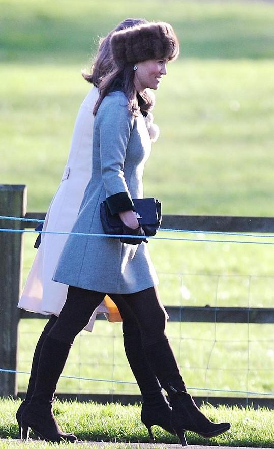 Pippa Middleton zvolila kabátek a výraznou kožešinovou čepici.
