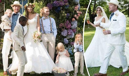 Guy Ritchie měl na svatbě všech svých pět dětí.