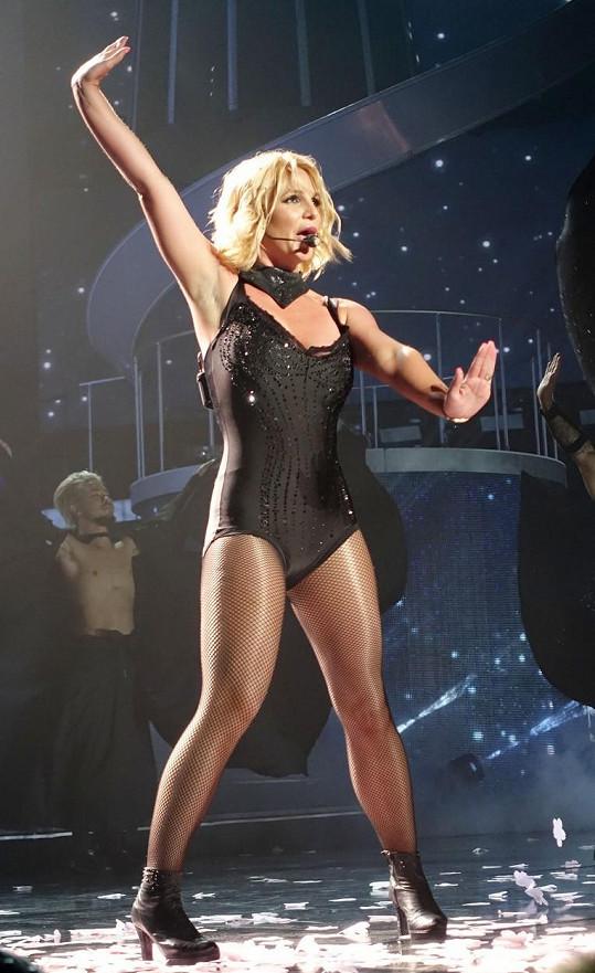 Britney hrdě ukazuje, že zhubla.