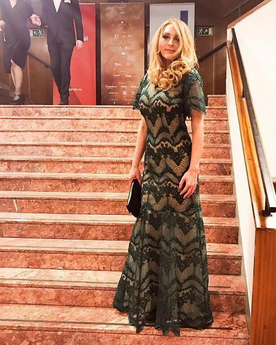 Markétě navrhla průsvitné šaty právě Alena.