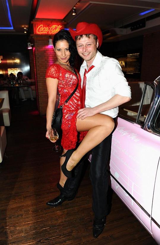 S přítelem se seznámila na párty, na níž byla s Jarkem Šimkem.