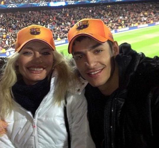 Lucie Borhyová po boku Michala Hrdličky doslova rozkvetla. Takto si s ním nedávno užívala dovolenou ve Španělsku.