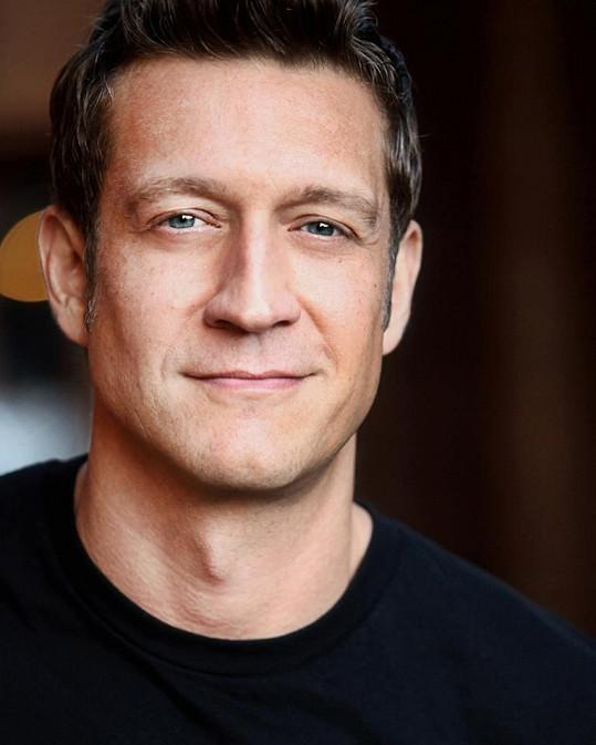 Ve filmu si vedle Issové zahraje například Robert Gant.