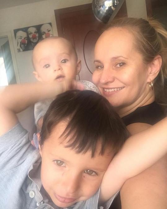 Monika Absolonová s dětmi, které nadevše miluje.