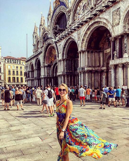 Šaty, ve kterých dělala Tereza parádu v Benátkách, jsou od módní návrhářky Shahidy, která obléká Beyoncé a jíž je Tereza ambasadorkou v Evropě.