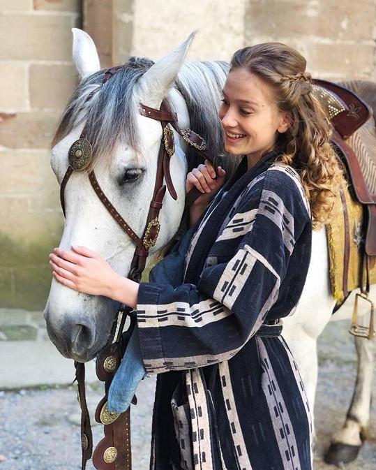 Kadeřávková do natáčení Kouzelníka Žita na koni vůbec neuměla jezdit.