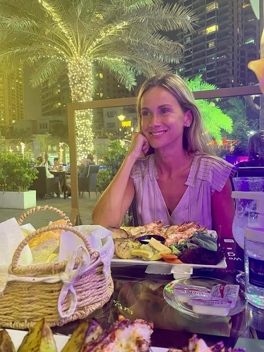 V Dubaji si domlouvala vystoupení v místních klubech s promotéry.